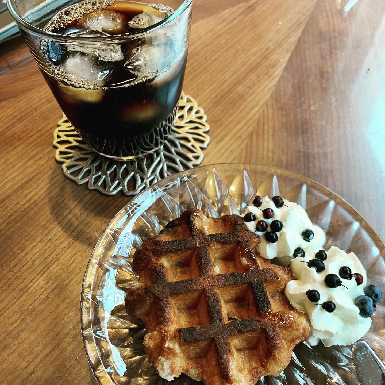 ベルギーワッフルとアイスコーヒー